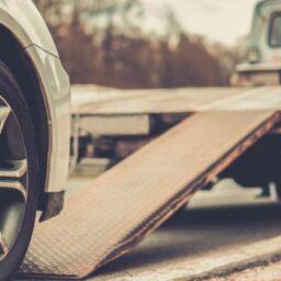Llamar a la grúa por avería del coche en carretera
